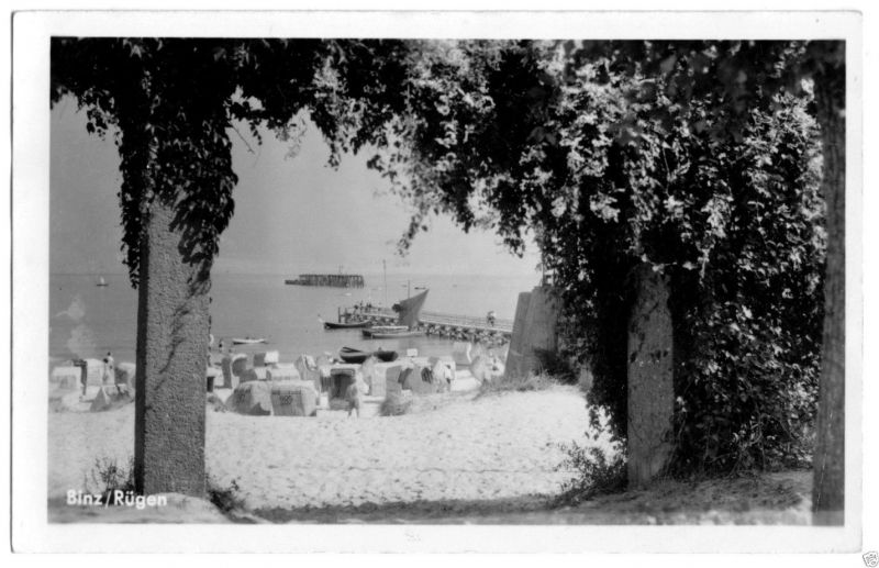 Ansichtskarte, Binz Rügen, Blick zu Strand und Seebrücke, 1957, Echtfoto