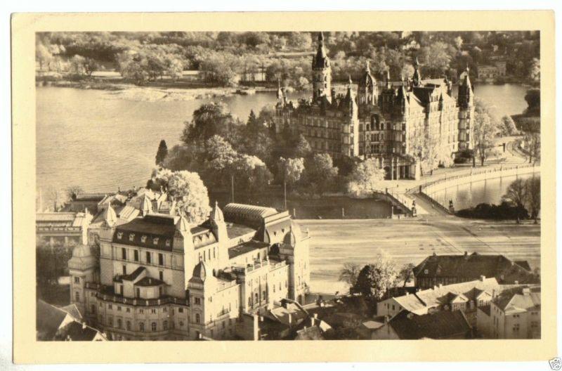 Ansichtskarte, Schwerin, Teilansicht mit Blick zum Schloß, 1954