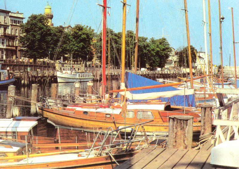 Ansichtskarte, Rostock Warnemünde, Boote am Alten Strom, 1983