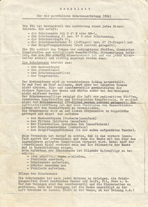 Merkblatt für die persönliche Schutzausrüstung - Maske, Schutzumhang,... 1980er