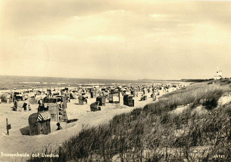 Ansichtskarte, Trassenheide auf Usedom, Strandpartie, belebt, 1960