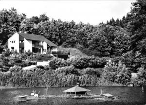 Ansichtskarte, Kirchheim Hessen, Teilansicht mit Teich, um 1975