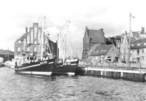 Ansichtskarte, Wismar, Hafen und Wassertor, Fischereischiffe, 1983