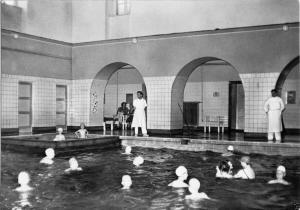 Ansichtskarte, Schönebeck Salzelmen, Soleschwimmbad, innen, 1963