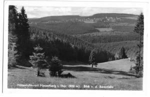 Ansichtskarte, Masserberg Thür. Wald, Gesamtansicht von der Bärenfalle, 1956
