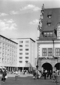 Ansichtskarte, Leipzig, Straßenpartie am alten Rathaus, 1965