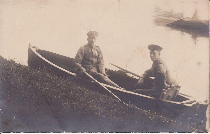 Orig. Foto Zwei Soldaten in Boot Pfingstgrüße Erster Weltkrieg