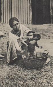 Frau mit Kind beim baden    .....-alte Karte    (ka_08675  ) siehe scan