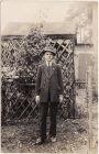 Junge im Anzug vor Gartenlaube Privatfoto Ansichtskarte Zeitgeschichte 1928 0