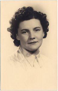 Portrait junger Frau gelockt: Studio Clary van Begin Bruxelles 1933 Privatfoto 0