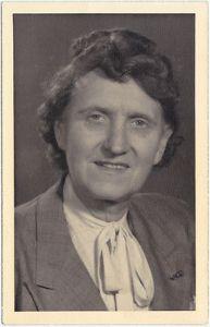 Lotte ältere Frau Portrait 1948 Privatfoto 0