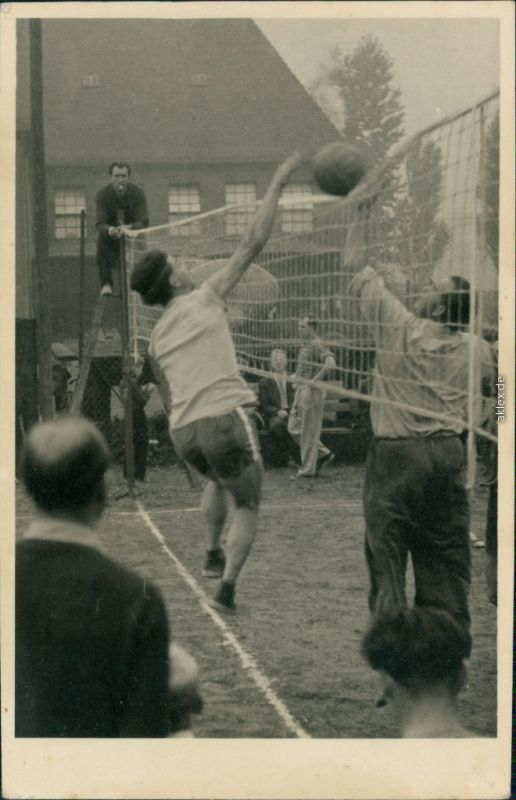 Foto  Sport - Volleyball - Abwehr am Netz 1955 Privatfoto