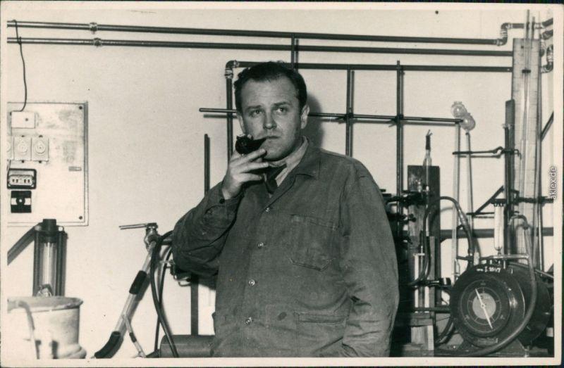 Menschen / Soziales Leben - Arbeiter  Person im Labor 1962 Privatfoto