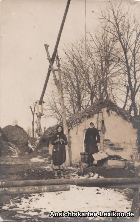 Russland (allgemein) Russisches Dorf  mit Brunnen und Ru