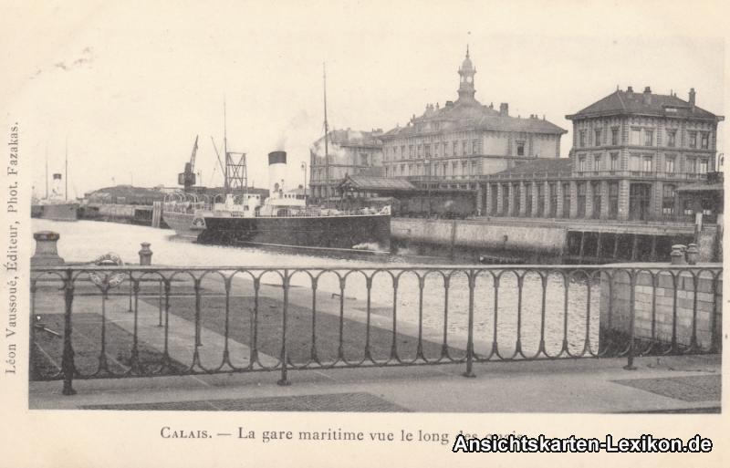 Calais La gare maritime vue le long quais