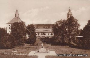 Gotha Schloß mit Kriegerdenkmal