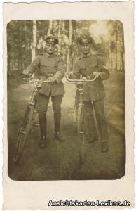 Soldaten mit Fahrrädern