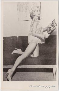 Erotik - Frau auf dem Sofa