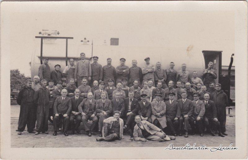 Gruppenfoto vor Lokomotive und Kessel