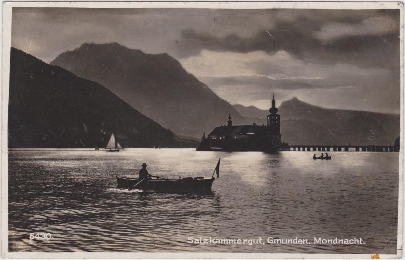 Gmunden Seeschloss Ort in einer Mondnacht
