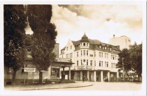 Senftenberg (Niederlausitz) Bahnhofstraße mit HO-Kaufhaus