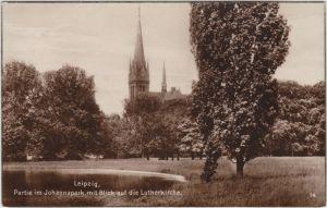 Leipzig Partie im Johannapark mit Blick auf die Lutherkirche