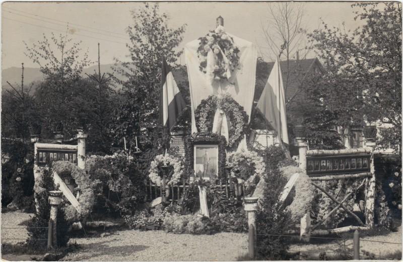 Geschmücktes Soldatengrab (Erster Weltkrieg) 1918