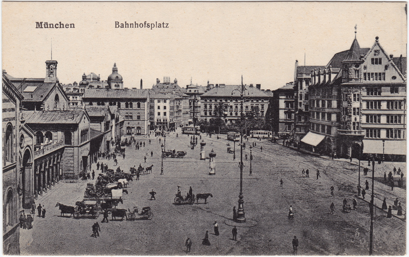 München Blick über den Bahnhofsplatz 1919