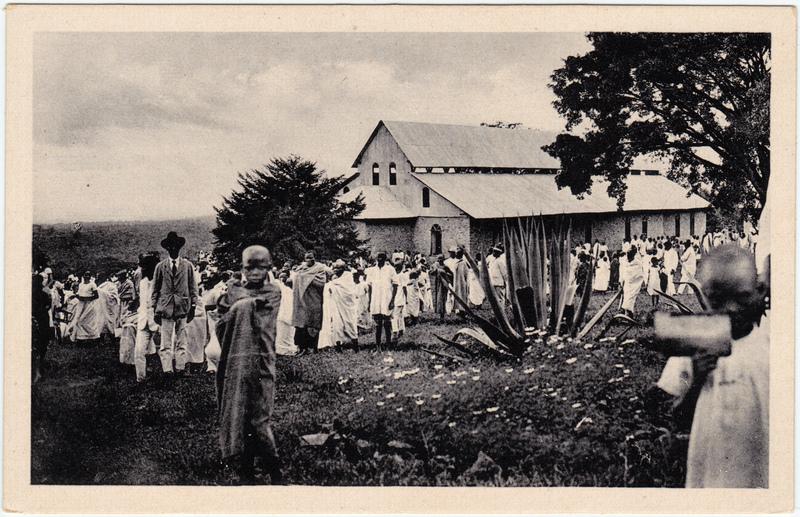 Madchame Kirchbesucher vor der Kirche (3000 Plätze) 1930