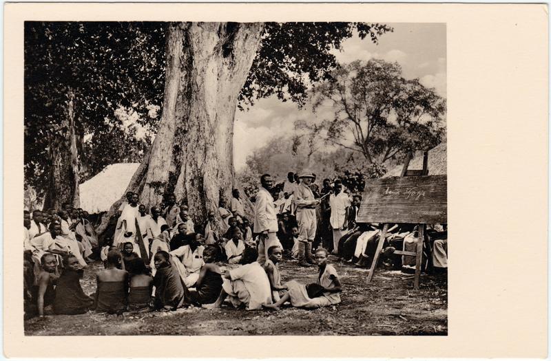 Gonja Schuluntericht auf dem Dorfplatz 1930