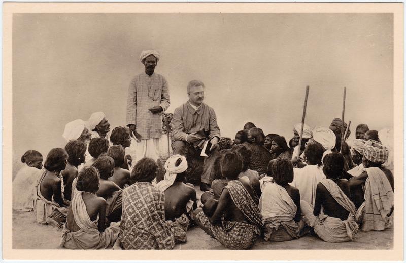 Missionar beim Unterricht Ostindien 1940