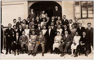 Gruppenfoto Hochzeit vor Gebäude 1932 - Zeitgeschichte  Privatfoto