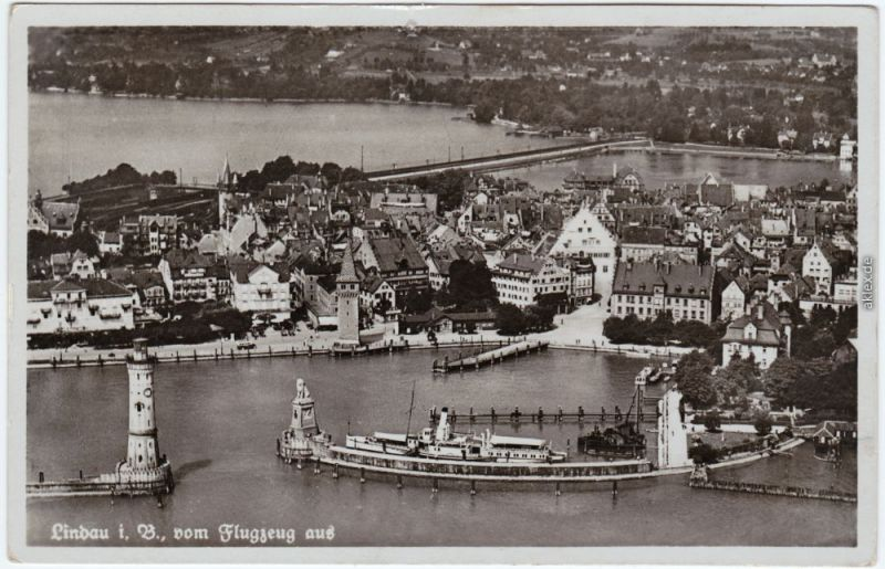 Lindau (Bodensee) Luftbild mit Stadt, Hafen und Dampfer 1932