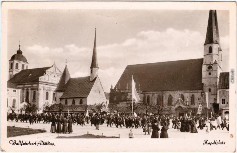 Foto Ansichtskarte Altötting Prozession am Kapellplatz 1957