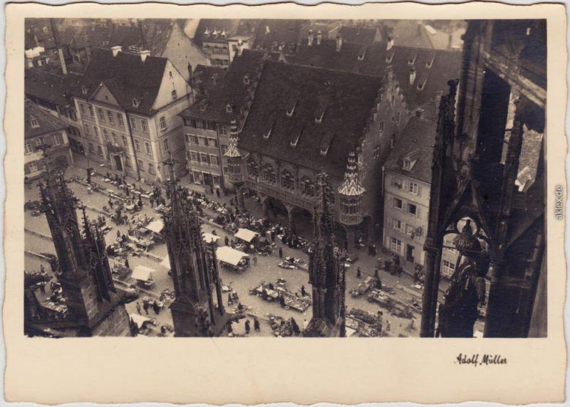 Freiburg im Breisgau Blick aus dem Münsterturm auf Markttreiben 1941