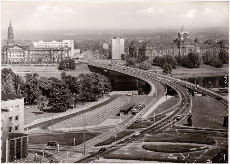 Altstadt Dresden  D.-Friedrichs-Brücke /  Carolabrücke mit Straßenbahn 1976