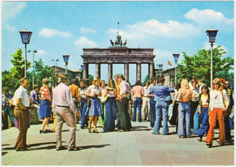 Ansichtkarte  Mitte Berlin Brandenburger Tor, belebt 1977