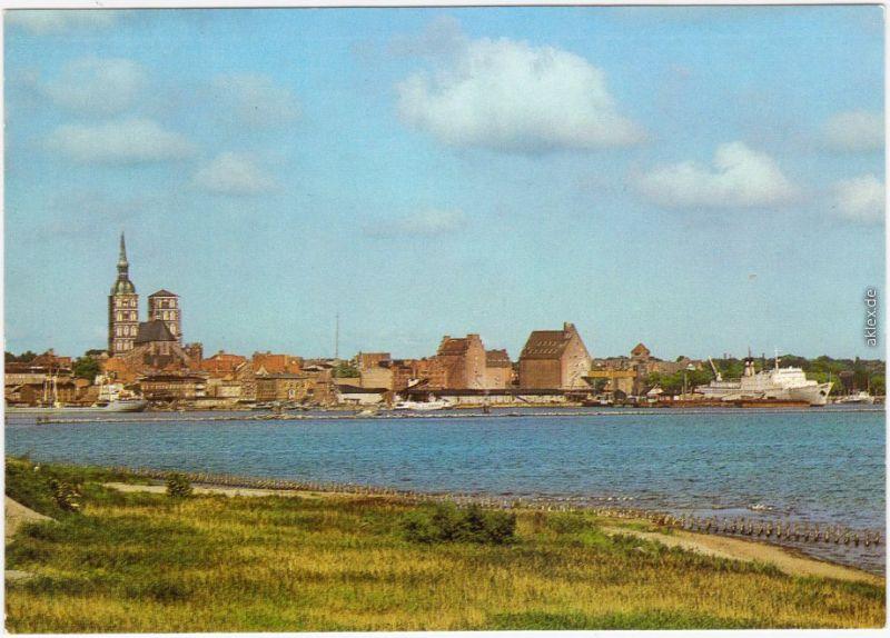 Ansichtskarte Stralsund Blick  Rügendamm auf die Stadt mit Dom und Kontor 1986