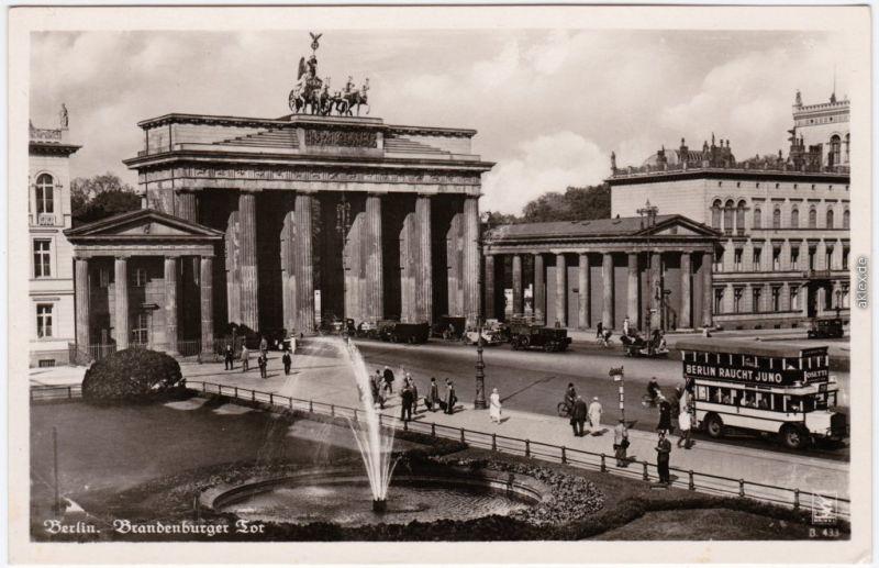 Mitte Berlin Brandenburger Tor, Bus Werbung Berlin raucht Juno 1930