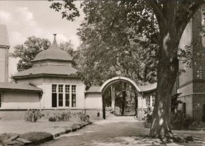 Rheinsberg (Mark) Blick auf das Eingangstor des Diät-Sanatorium