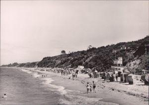 Rerik Blick auf den Strand mit Strandkörben und wenig Badegästen 1964