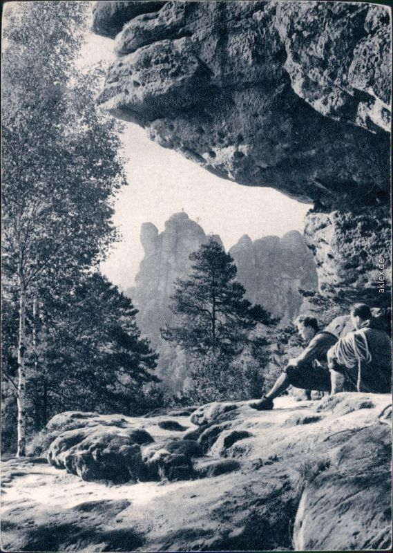 Sachsen   Sächsische Schweiz: Bergsteiger nach dem Abstieg Bild Heimat 1971