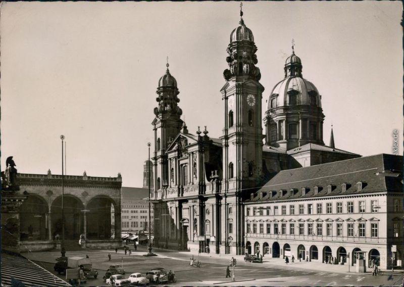 Ansichtskarte München Odeonsplatz und Theatinerkirche 1964