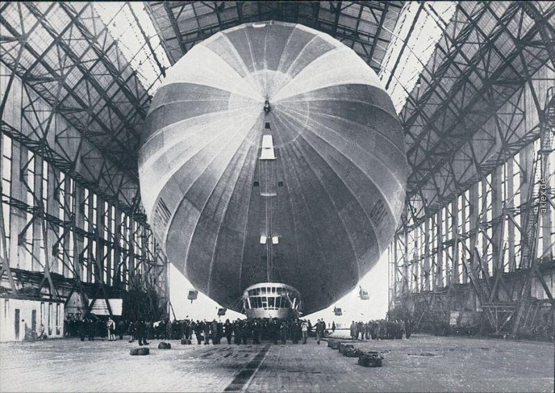 Ansichtskarte  Luftschiff Graf Zeppelin LZ 127 - in der Halle 1971