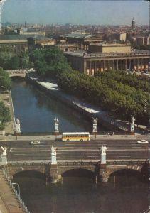 Mitte Berlin Blick auf die Schlossbürcke Verkehr und Neues Museum g1986