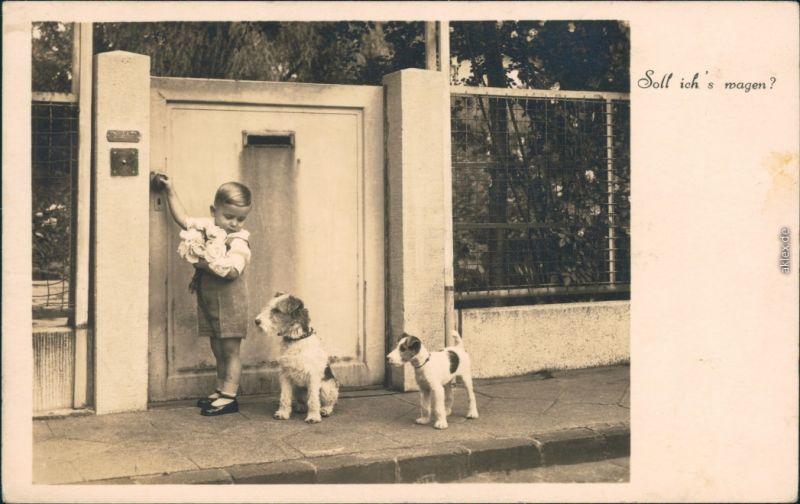 Glückwunsch - Geburtstag - Kind mit Blumenstrauß und Hunden 1930