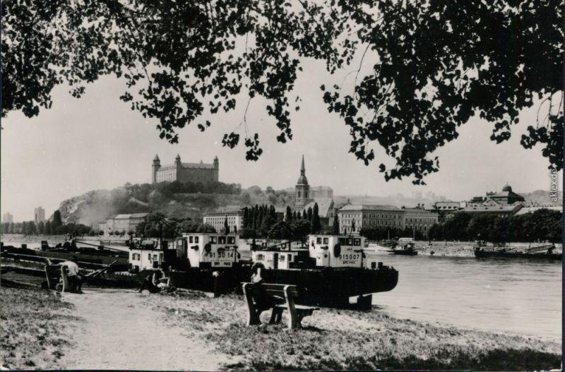 Ansichtskarte Pressburg Bratislava Burg Bratislava mit Kähne davor 1973