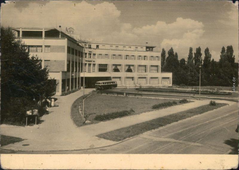 Ansichtskarte Zlin (Gottwaldov) Zlín Hotel Baťov - Společenský dům 1958