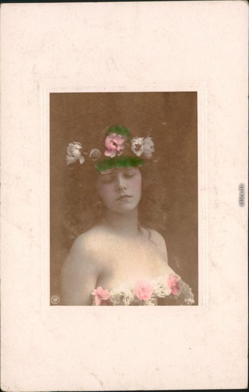 Menschen / Soziales Leben - Erotik (Nackt - Nude) - Frau mit Blumenkranz 1904