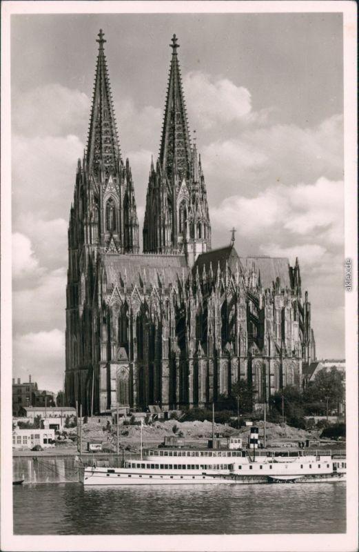 Ansichtskarte Köln Kölner Dom mit Rheindampfer 1955